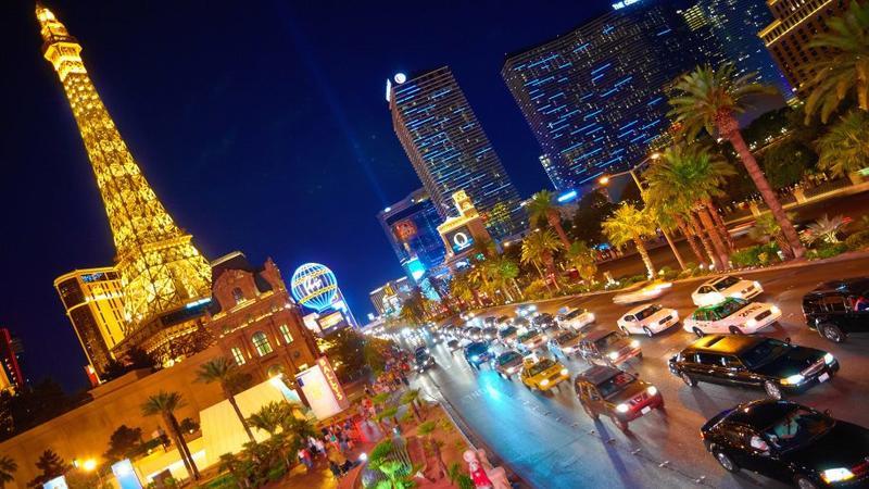 Las-Vegas-Strip-Eiffel-Tower-Paris-Cosmopolitan-Hotel-Casino-Desktop-HD-Wallpaper-3840x2400-915x515.jpg
