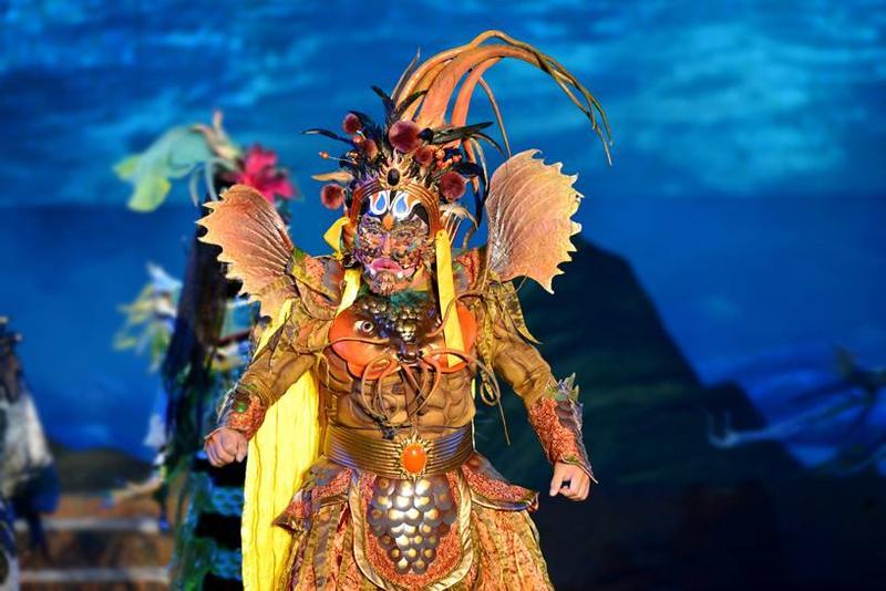 服裝造型1(圖片來源:明華園戲劇總團粉絲團)