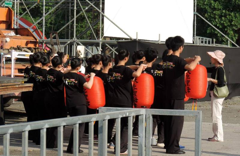 青年高中舞蹈班(圖片來源:明華園戲劇總團官方部落格)